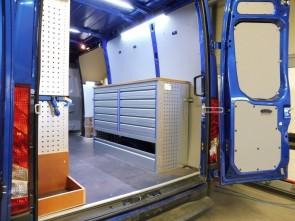 Weg en waterbouw met Iveco kiest voor Infinity bedrijfswageninrichting
